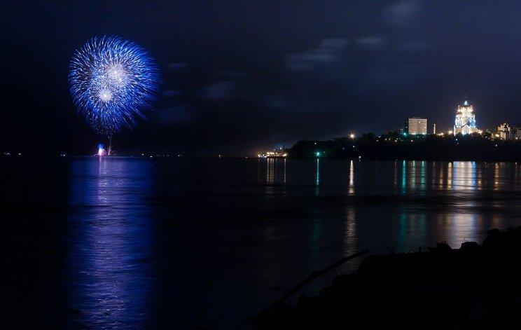 Фейерверк вчесть 70-летия Великой Победы одновременно запустят сдвух берегов Амура.